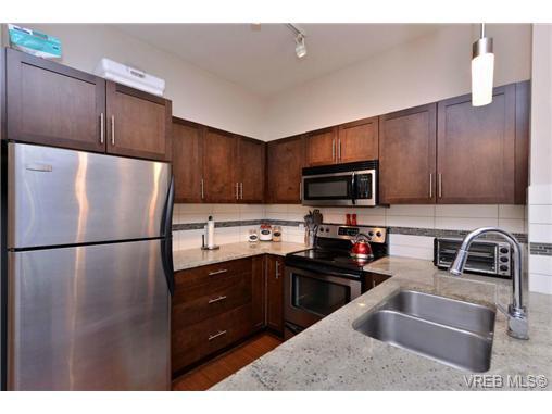 Photo 4: Photos: 205 844 Goldstream Ave in VICTORIA: La Langford Proper Condo for sale (Langford)  : MLS®# 739641
