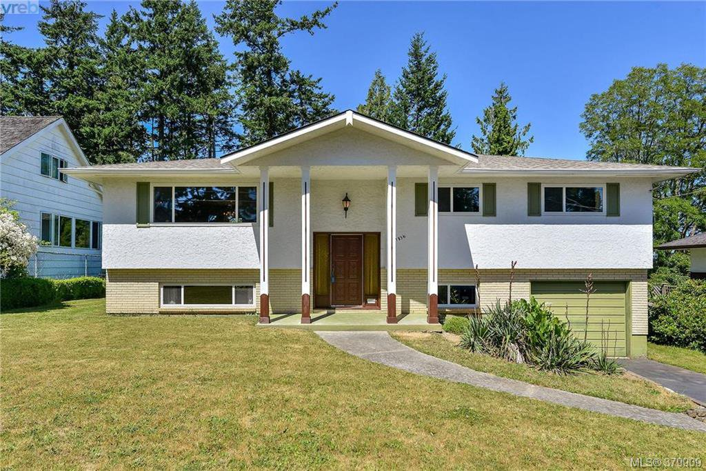 Main Photo: 1836 Grandview Dr in VICTORIA: SE Gordon Head House for sale (Saanich East)  : MLS®# 763092