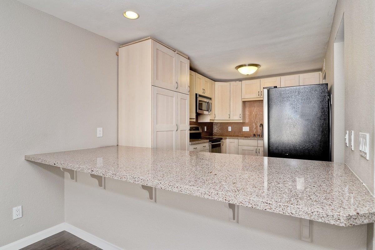 Photo 10: Photos: SCRIPPS RANCH Condo for sale : 3 bedrooms : 9973 Caminito Tomatillo in San Diego