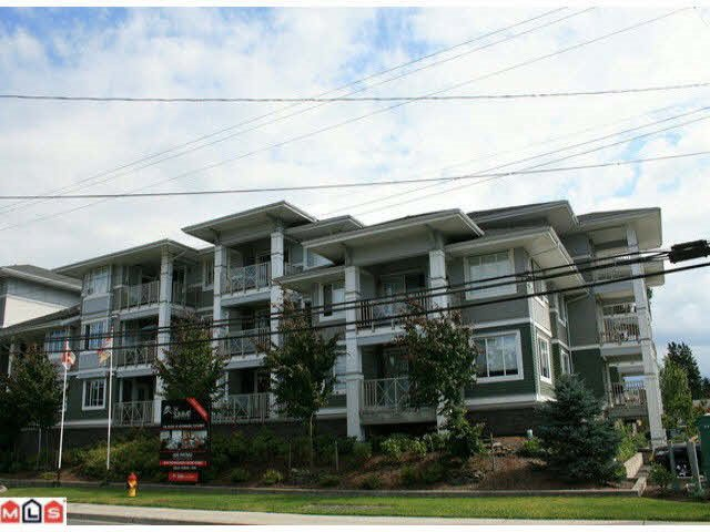 Main Photo: 215 46262 FIRST AVENUE in Chilliwack: Chilliwack E Young-Yale Condo for sale : MLS®# R2186510