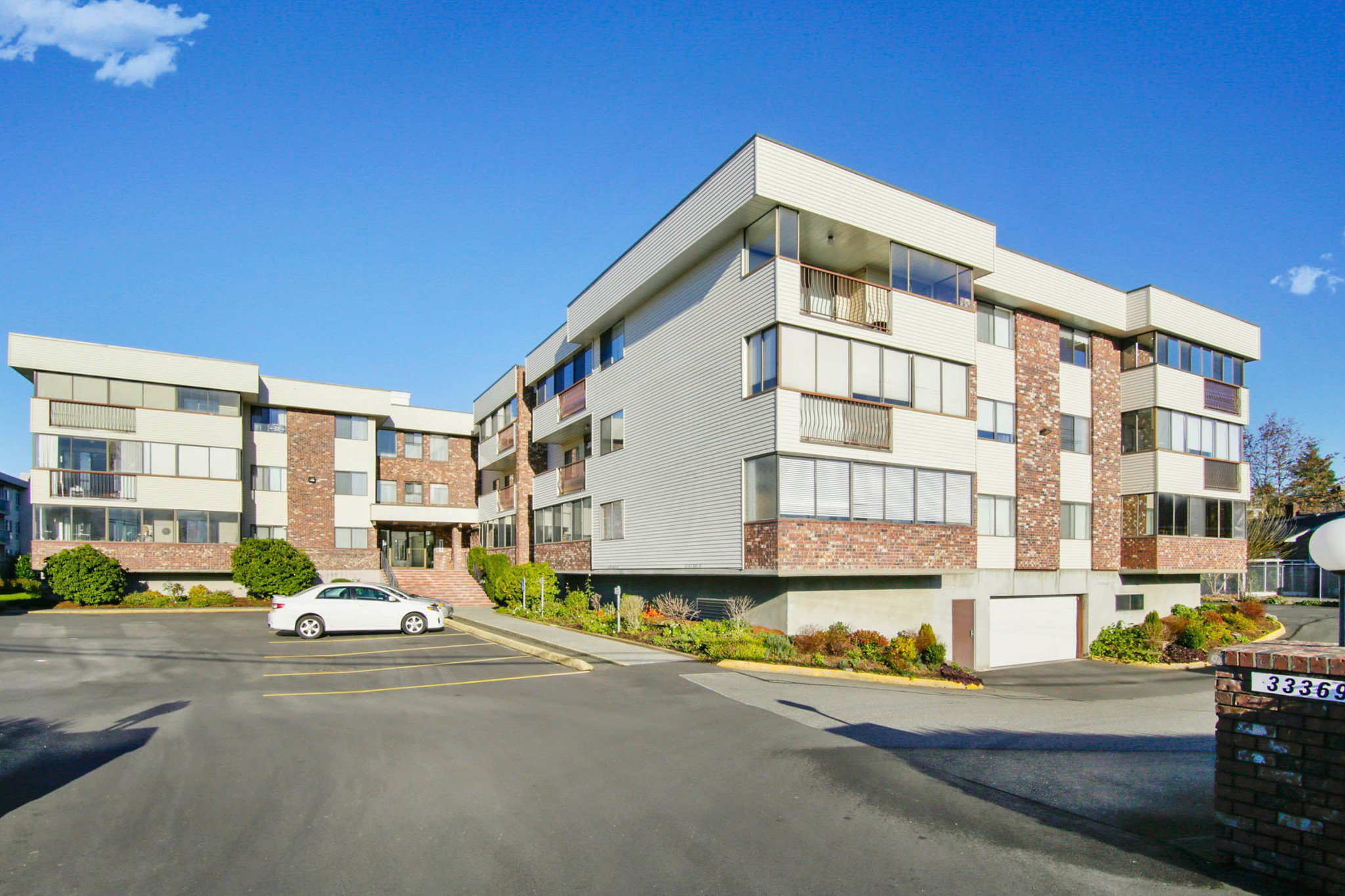 "Main Photo: 302 33369 OLD YALE Road in Abbotsford: Central Abbotsford Condo for sale in ""Monte Vista Villa"" : MLS®# R2227268"