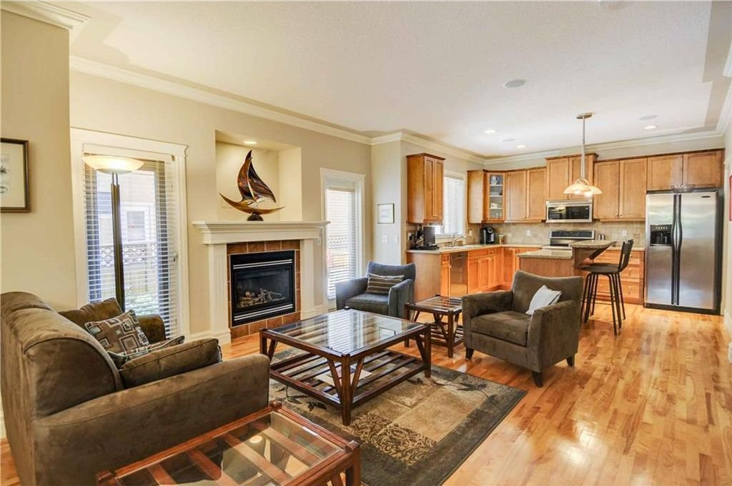 Photo 2: Photos: 2 2328 2 Avenue NW in Calgary: West Hillhurst House for sale : MLS®# C4160636