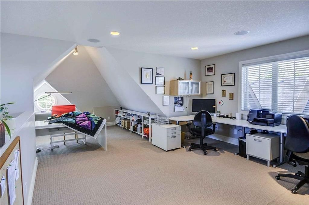 Photo 15: Photos: 2 2328 2 Avenue NW in Calgary: West Hillhurst House for sale : MLS®# C4160636