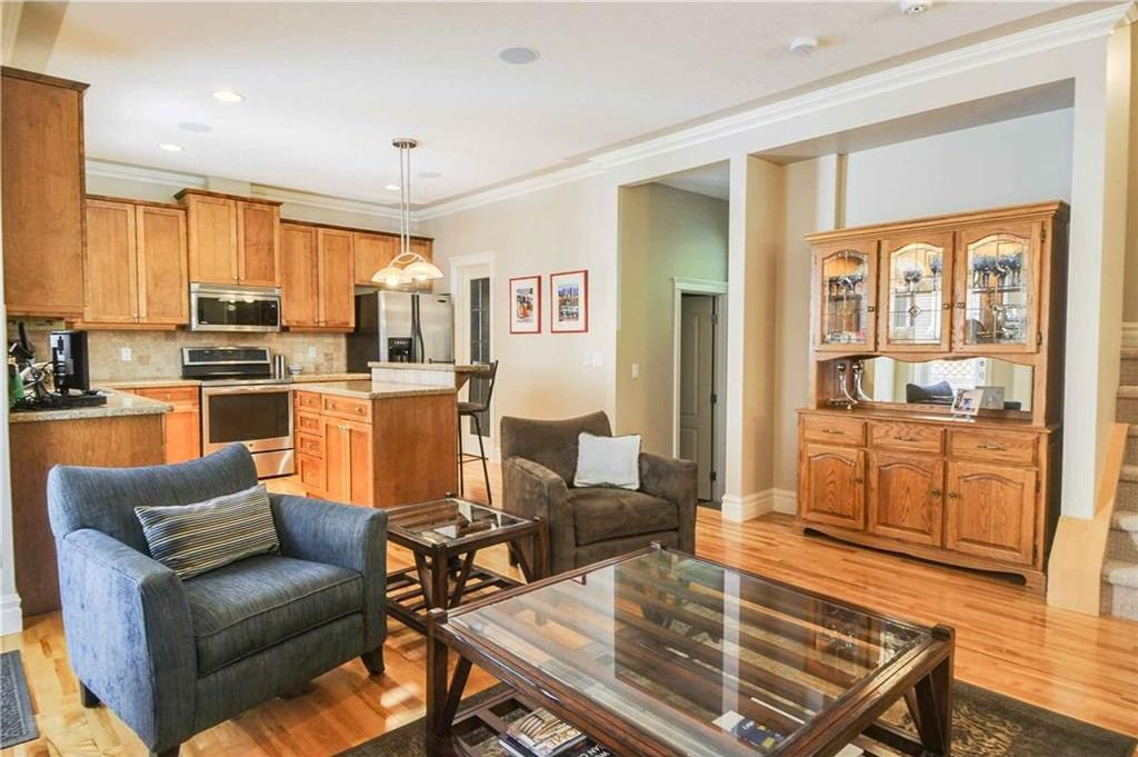 Photo 7: Photos: 2 2328 2 Avenue NW in Calgary: West Hillhurst House for sale : MLS®# C4160636
