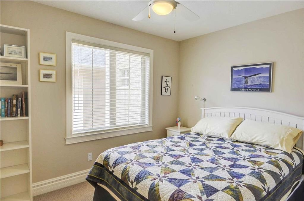 Photo 13: Photos: 2 2328 2 Avenue NW in Calgary: West Hillhurst House for sale : MLS®# C4160636