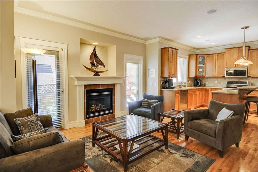 Photo 4: Photos: 2 2328 2 Avenue NW in Calgary: West Hillhurst House for sale : MLS®# C4160636