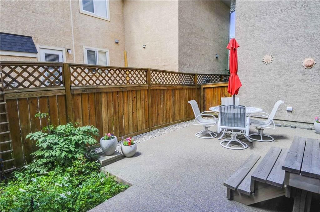 Photo 19: Photos: 2 2328 2 Avenue NW in Calgary: West Hillhurst House for sale : MLS®# C4160636