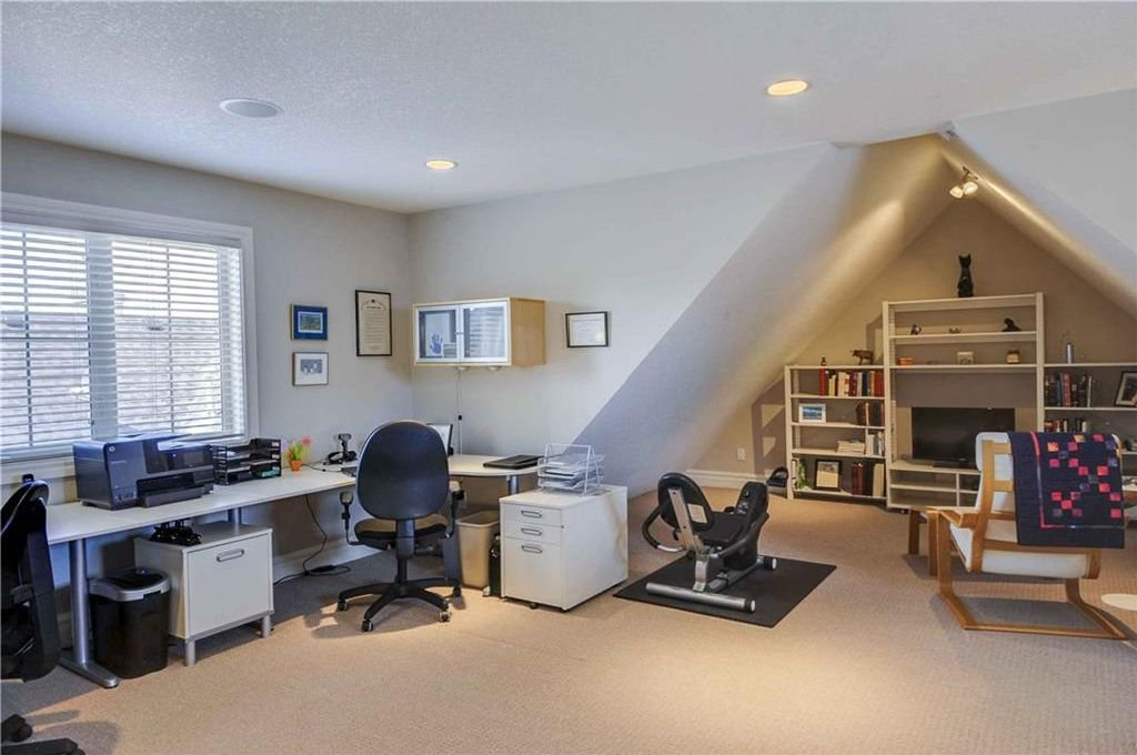 Photo 16: Photos: 2 2328 2 Avenue NW in Calgary: West Hillhurst House for sale : MLS®# C4160636