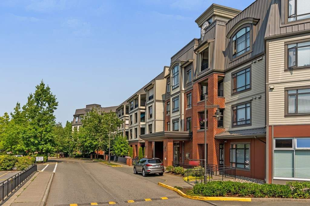 """Main Photo: 316 8880 202 Street in Langley: Walnut Grove Condo for sale in """"The Residence"""" : MLS®# R2294542"""