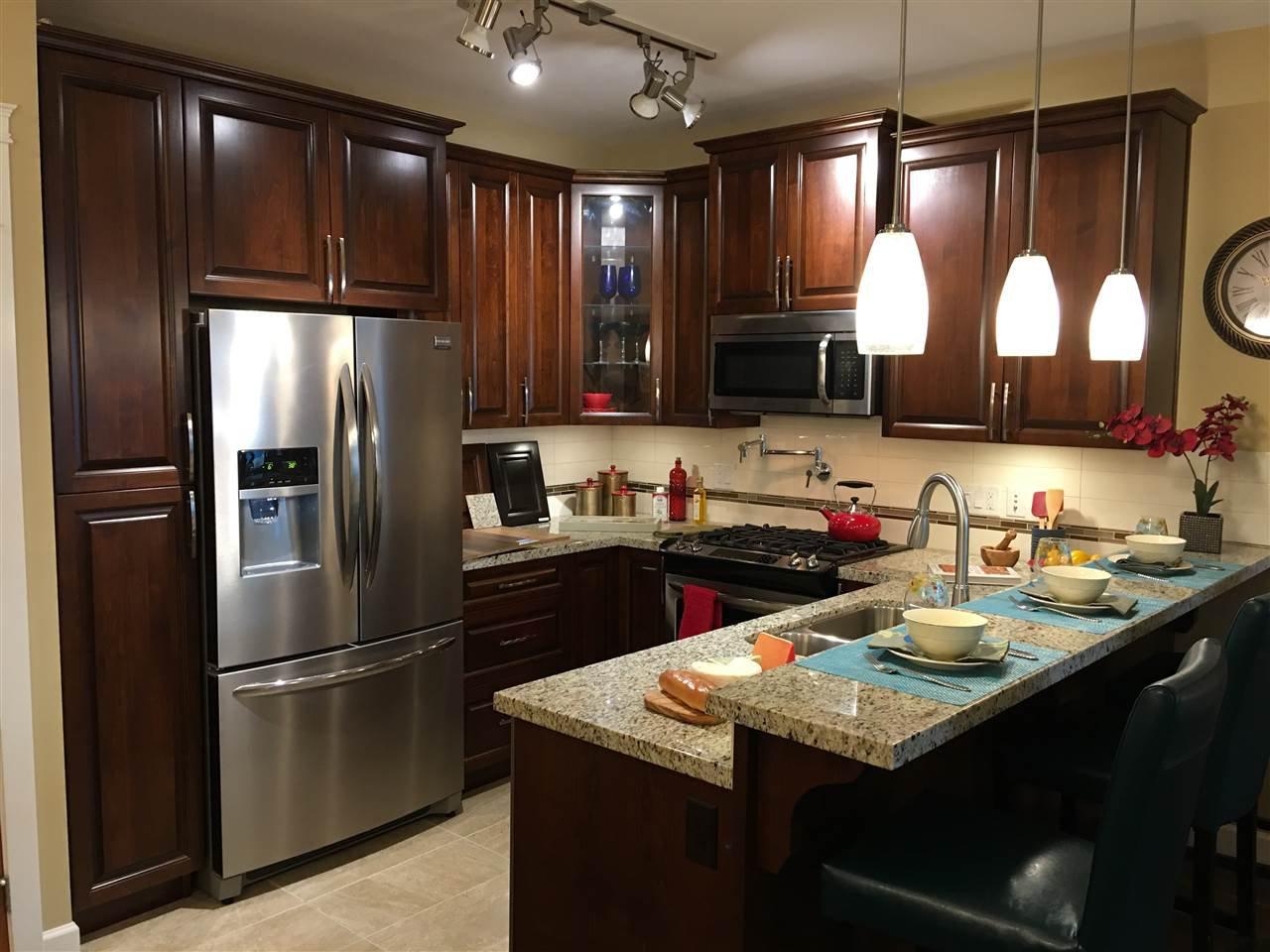 Main Photo: 624 32445 SIMON Avenue in Abbotsford: Central Abbotsford Condo for sale : MLS®# R2323984