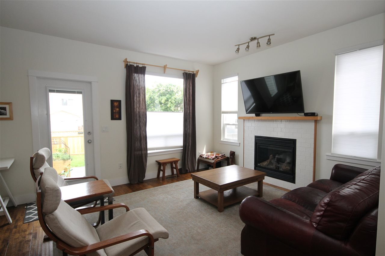 Photo 3: Photos: 18577 67A Avenue in Surrey: Cloverdale BC House for sale (Cloverdale)  : MLS®# R2375928