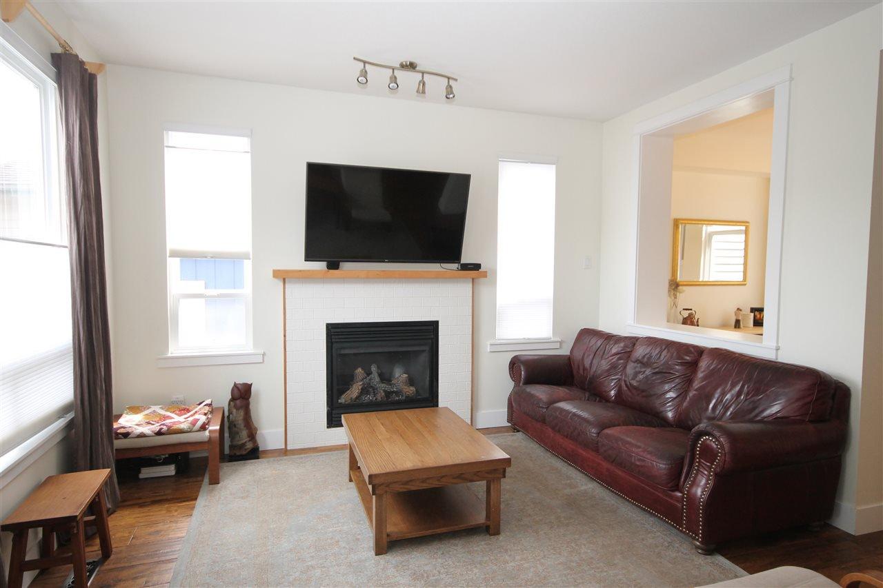 Photo 4: Photos: 18577 67A Avenue in Surrey: Cloverdale BC House for sale (Cloverdale)  : MLS®# R2375928