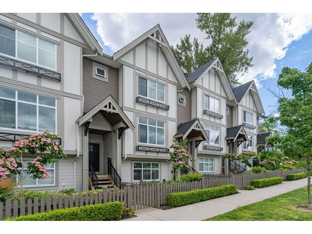 "Main Photo: 61 6591 195A Street in Surrey: Clayton Townhouse for sale in ""ZEN"" (Cloverdale)  : MLS®# R2376995"