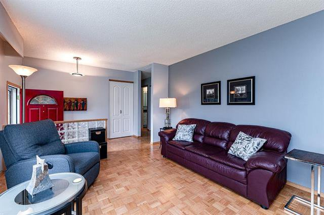 Photo 2: Photos: 23 Woodford Bay in Winnipeg: Meadowood Residential for sale (2E)  : MLS®# 1917237