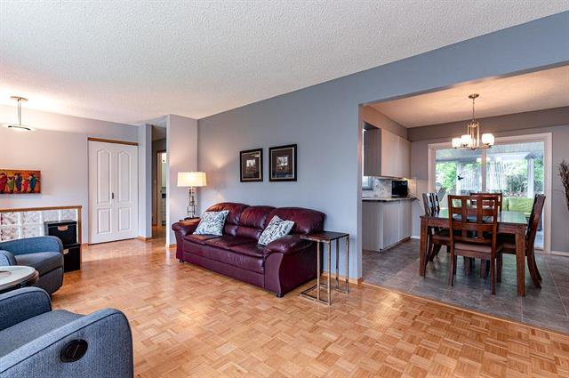 Photo 3: Photos: 23 Woodford Bay in Winnipeg: Meadowood Residential for sale (2E)  : MLS®# 1917237
