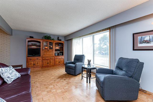 Photo 4: Photos: 23 Woodford Bay in Winnipeg: Meadowood Residential for sale (2E)  : MLS®# 1917237