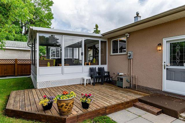 Photo 18: Photos: 23 Woodford Bay in Winnipeg: Meadowood Residential for sale (2E)  : MLS®# 1917237