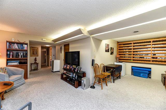 Photo 14: Photos: 23 Woodford Bay in Winnipeg: Meadowood Residential for sale (2E)  : MLS®# 1917237