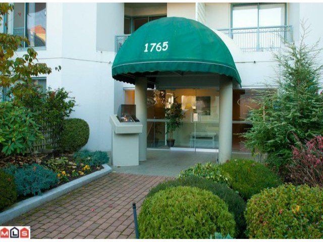 """Main Photo: 405 1765 MARTIN Drive in Surrey: Sunnyside Park Surrey Condo for sale in """"SOUTHWYND"""" (South Surrey White Rock)  : MLS®# F1202062"""