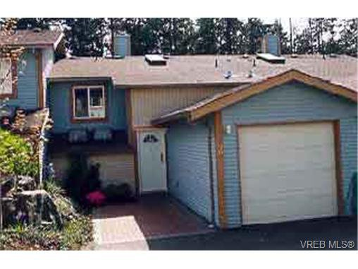 Main Photo: 2 540 Goldstream Ave in VICTORIA: La Fairway Row/Townhouse for sale (Langford)  : MLS®# 185804