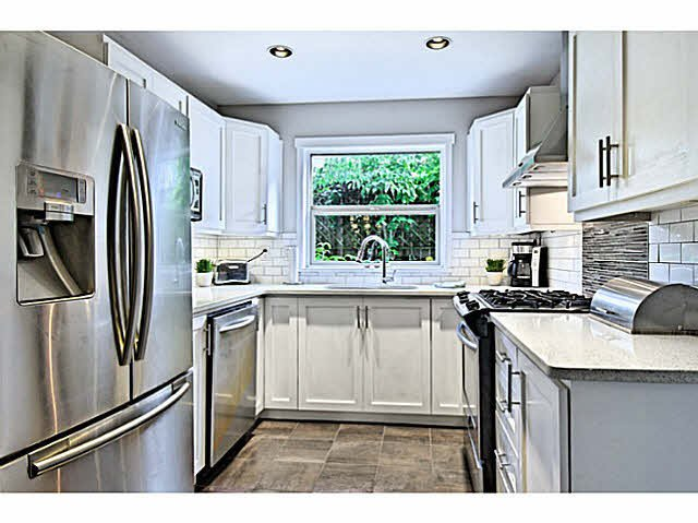 Photo 4: Photos: 522 ST. GEORGES Avenue in North Vancouver: Lower Lonsdale Townhouse for sale : MLS®# V1088673