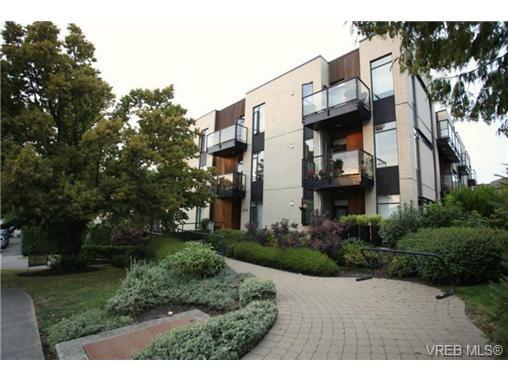 Main Photo: 103 3259 Alder Street in VICTORIA: Vi Mayfair Condo Apartment for sale (Victoria)  : MLS®# 346115
