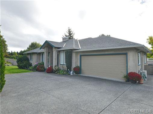 Main Photo: 815 Royal Oak Ave in VICTORIA: SE Broadmead House for sale (Saanich East)  : MLS®# 712662