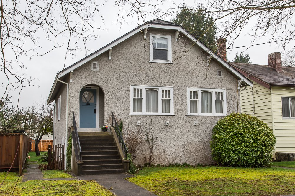 Main Photo: 220 FIFTH Avenue in New Westminster: Queens Park House for sale : MLS®# R2035537