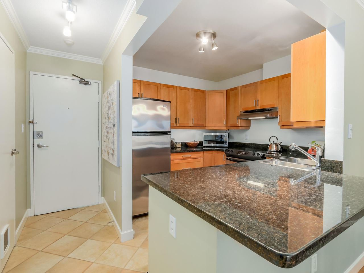 "Photo 6: Photos: 312 555 W 14TH Avenue in Vancouver: Fairview VW Condo for sale in ""CAMBRIDGE PLACE"" (Vancouver West)  : MLS®# R2076585"