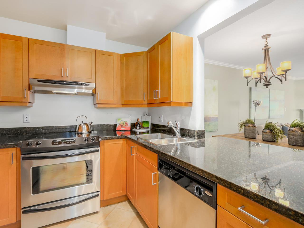 "Photo 8: Photos: 312 555 W 14TH Avenue in Vancouver: Fairview VW Condo for sale in ""CAMBRIDGE PLACE"" (Vancouver West)  : MLS®# R2076585"