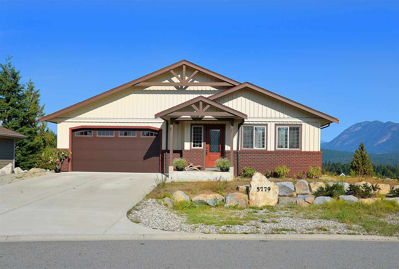 Main Photo: 5779 TURNSTONE Drive in Sechelt: Sechelt District House for sale (Sunshine Coast)  : MLS®# R2112561