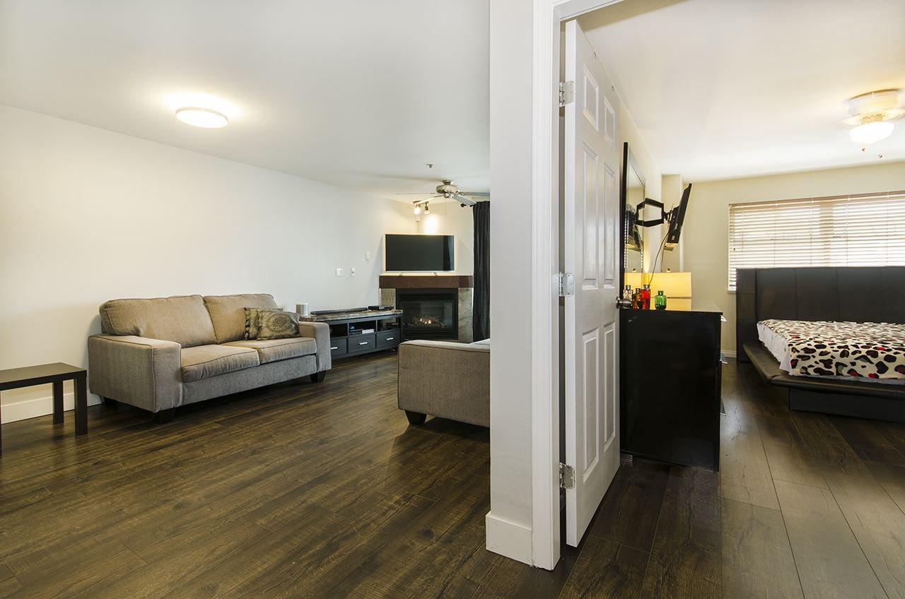 Main Photo: 201 3319 KINGSWAY in Vancouver: Collingwood VE Condo for sale (Vancouver East)  : MLS®# R2168685