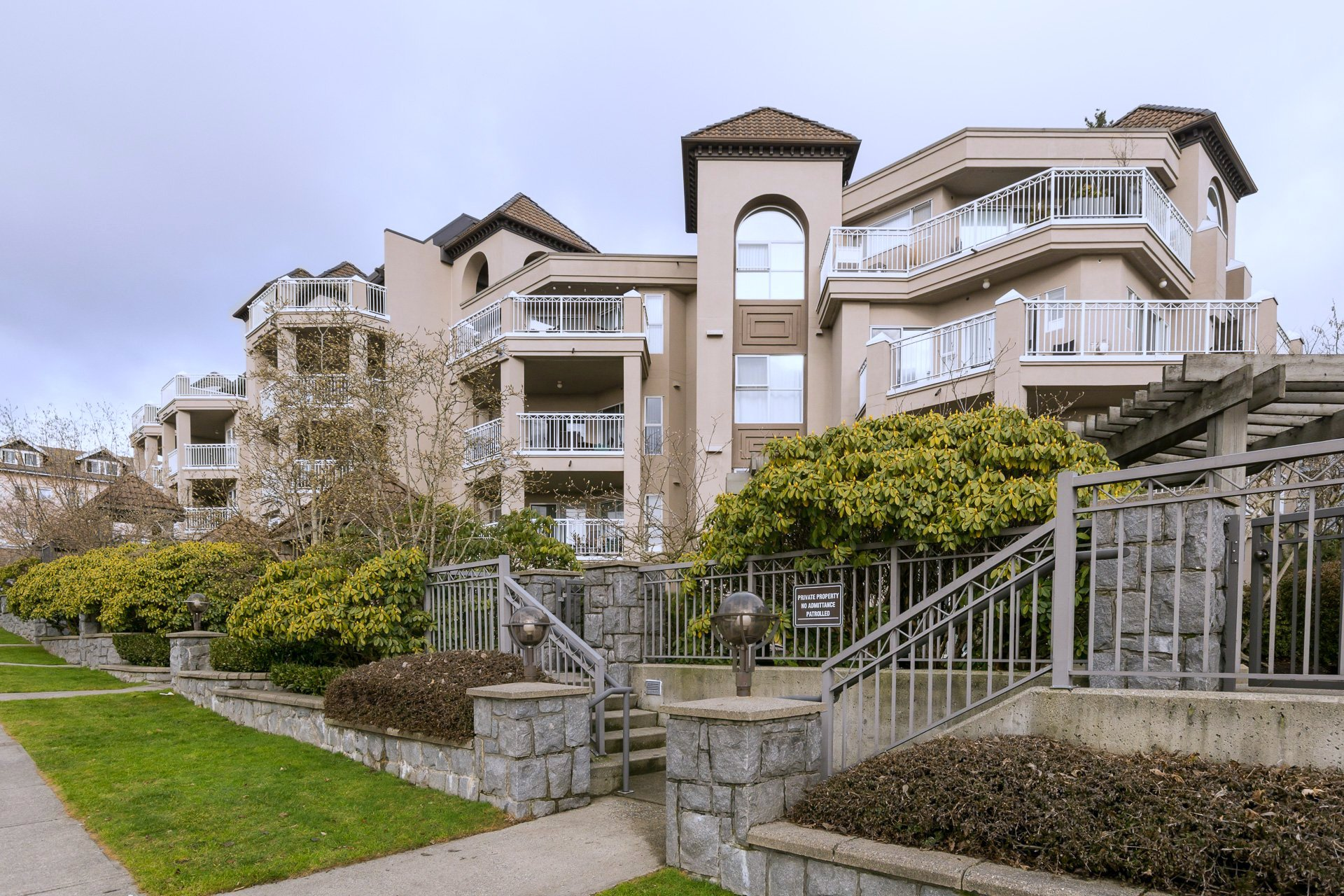 "Main Photo: 508 1128 SIXTH Avenue in New Westminster: Uptown NW Condo for sale in ""Kingsgate"" : MLS®# R2230394"