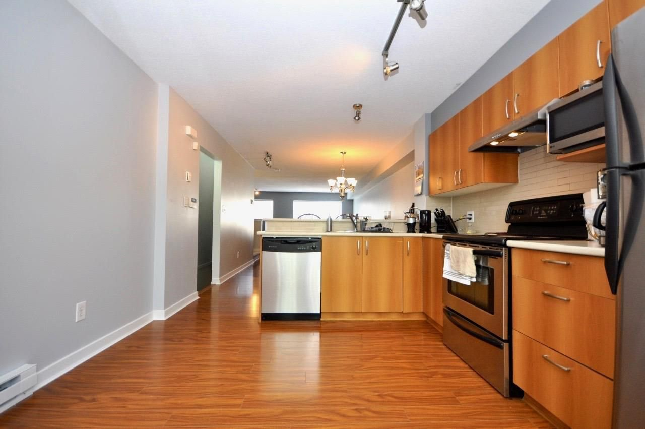 """Main Photo: 15 15155 62A Avenue in Surrey: Sullivan Station Townhouse for sale in """"OAKLANDS"""" : MLS®# R2266452"""