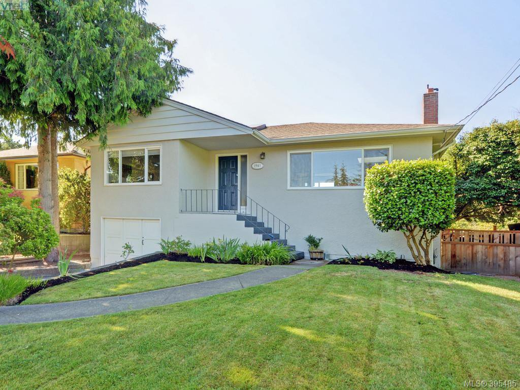 Main Photo: 1941 Carnarvon Street in VICTORIA: SE Camosun Single Family Detached for sale (Saanich East)  : MLS®# 395485