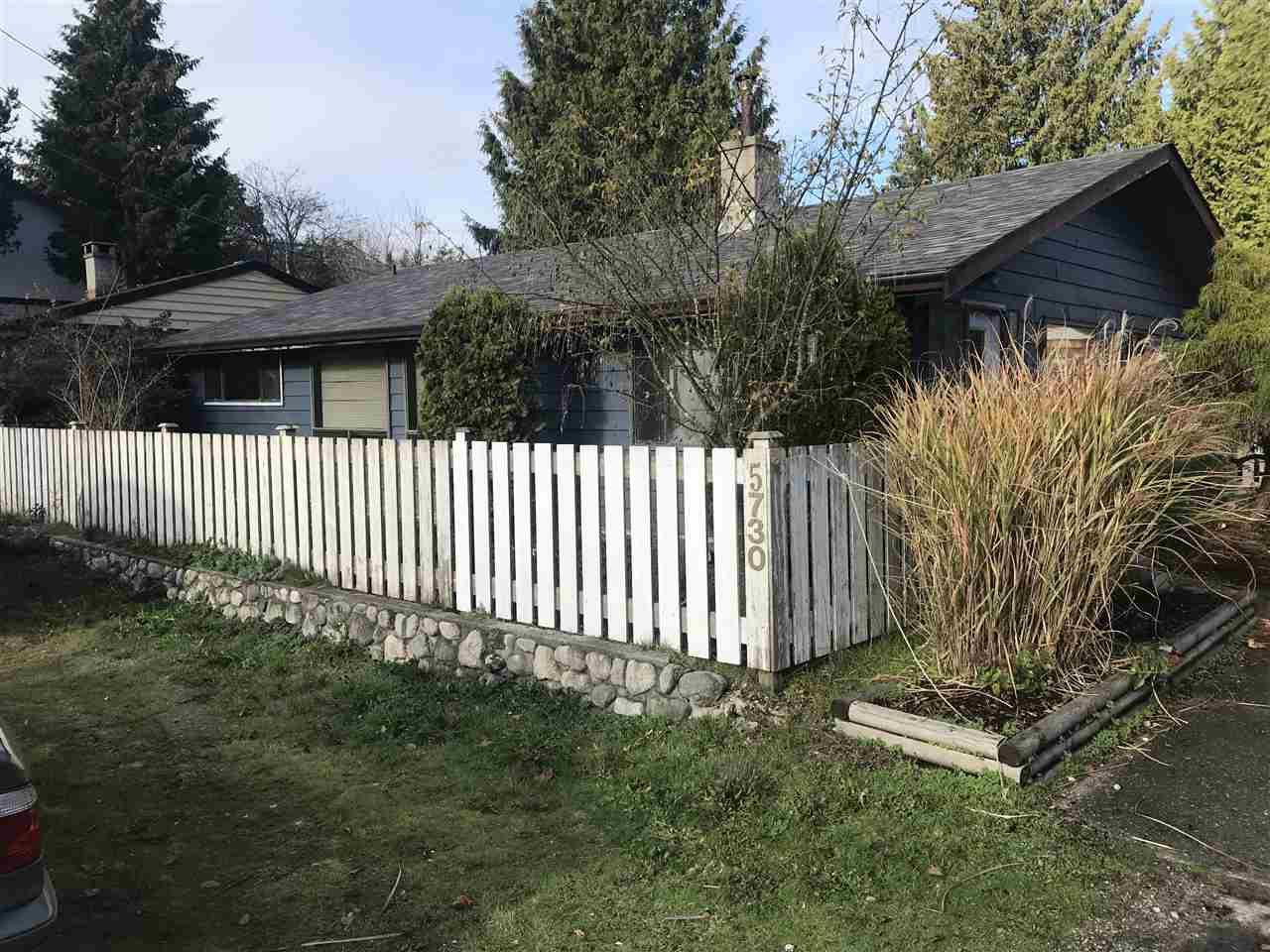 Main Photo: 5730 PEBBLES Crescent in Sechelt: Sechelt District House for sale (Sunshine Coast)  : MLS®# R2323525