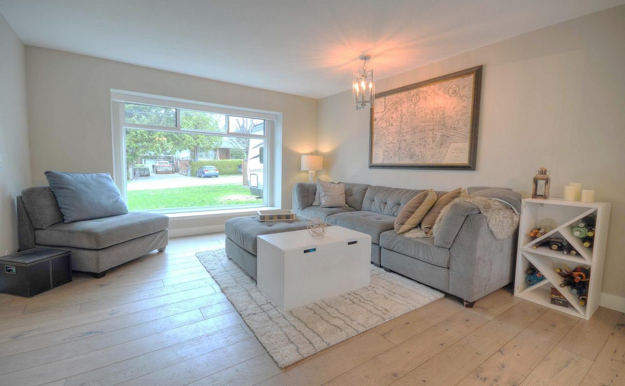 Photo 4: Photos: 2060 MONTEREY Avenue in Coquitlam: Central Coquitlam House for sale : MLS®# R2357345