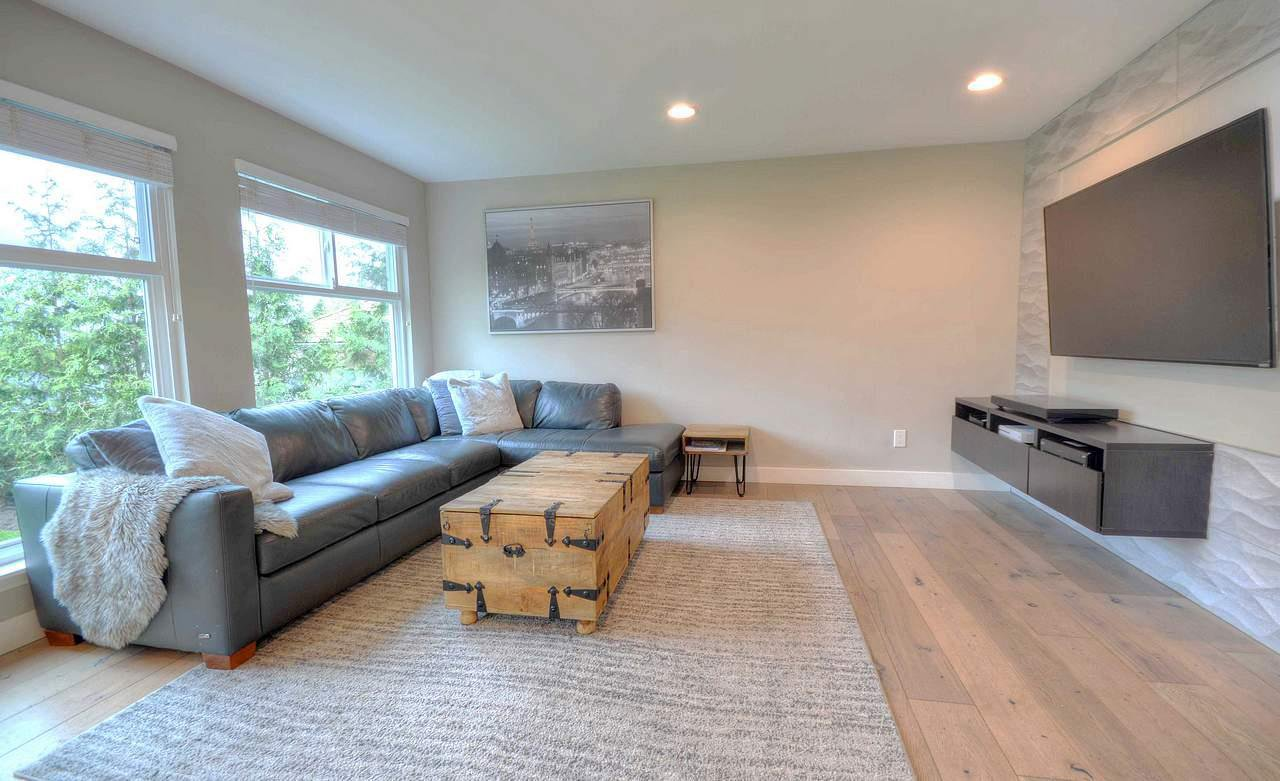 Photo 7: Photos: 2060 MONTEREY Avenue in Coquitlam: Central Coquitlam House for sale : MLS®# R2357345