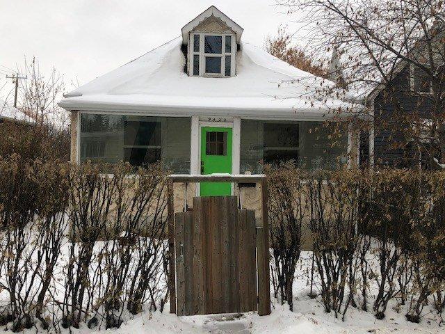 Main Photo: 9422 109A Avenue in Edmonton: Zone 13 House for sale : MLS®# E4221265