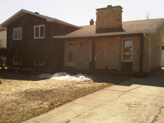 Main Photo: 106 Shepton Bay in WINNIPEG: Charleswood Residential for sale (South Winnipeg)  : MLS®# 1104937