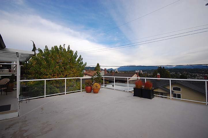 Photo 22: Photos: 921 SURREY Street in New Westminster: The Heights NW House for sale : MLS®# V977015
