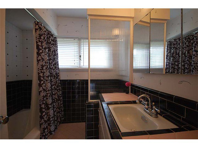 Photo 30: Photos: 921 SURREY Street in New Westminster: The Heights NW House for sale : MLS®# V977015