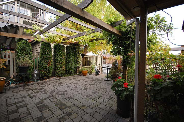 Photo 18: Photos: 921 SURREY Street in New Westminster: The Heights NW House for sale : MLS®# V977015