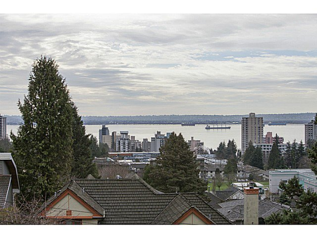 Photo 2: Photos: 2135 LAWSON Avenue in West Vancouver: Dundarave House for sale : MLS®# V1104352