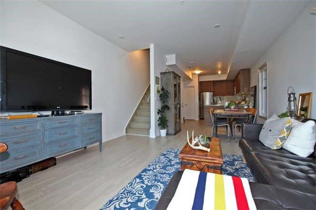 Photo 2: Photos: 29 140 Broadview Avenue in Toronto: South Riverdale Condo for sale (Toronto E01)  : MLS®# E3316429