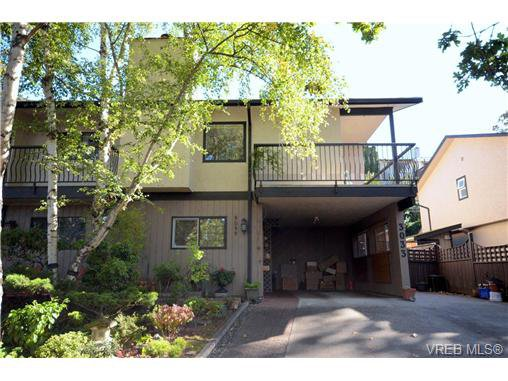Main Photo: 3033 Josette Pl in VICTORIA: Vi Mayfair Half Duplex for sale (Victoria)  : MLS®# 713012