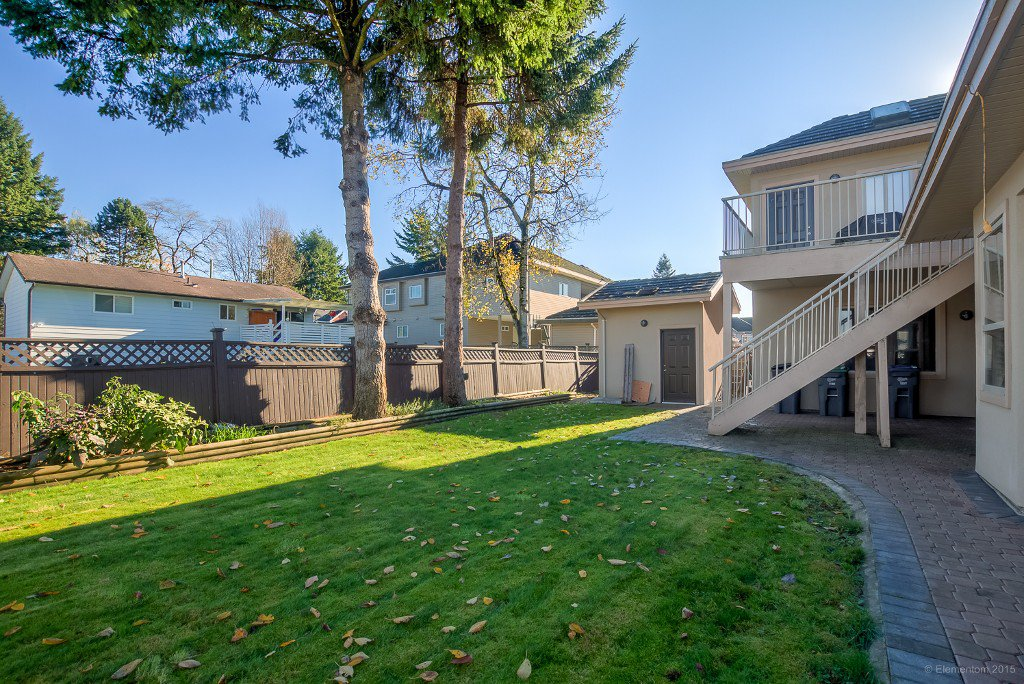 Photo 3: Photos: 8472 122 Street in Surrey: Queen Mary Park Surrey House for sale : MLS®# R2013531