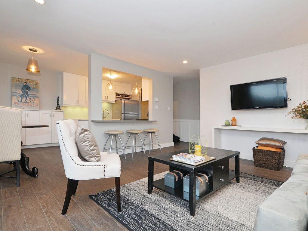 Main Photo: 402 1122 Hilda St in VICTORIA: Vi Fairfield West Condo Apartment for sale (Victoria)  : MLS®# 721410
