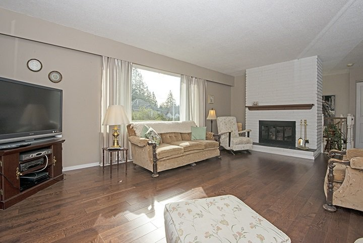 Photo 2: Photos: 536 SCHOOLHOUSE Street in Coquitlam: Central Coquitlam House for sale : MLS®# R2046785