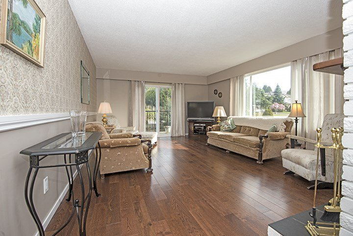 Photo 3: Photos: 536 SCHOOLHOUSE Street in Coquitlam: Central Coquitlam House for sale : MLS®# R2046785